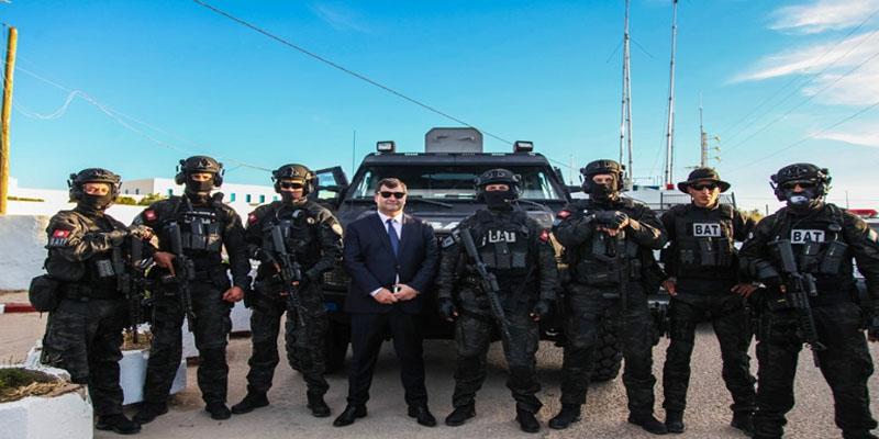 وزير السياحة يشارك الوحدات الأمنية التي أمنت زيارة الغريبة إفطارهم