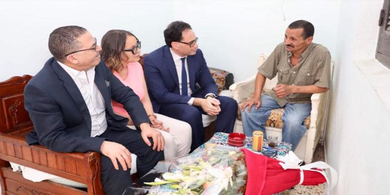 وزير الشؤون الثقافية يزور الشاعر والكاتب رحيّم الجماعي للاطلاع على وضعه الصحي