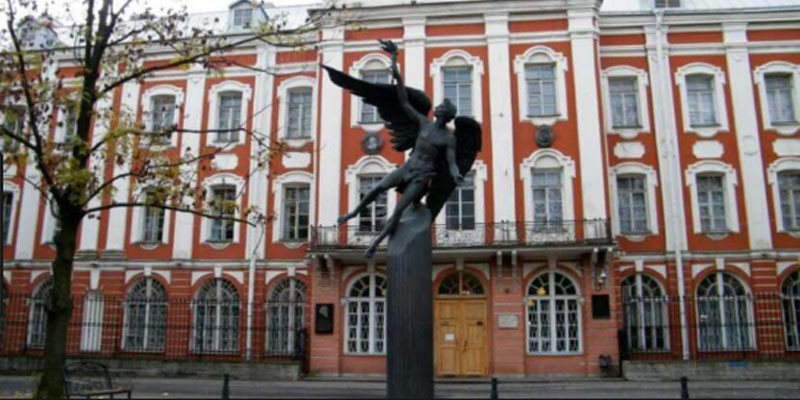 روسيا: إجلاء طلاب بجامعة بطرسبورغ بعد اكتشاف غاز الفوسجين السام