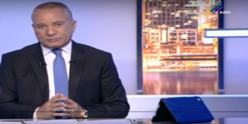 بالفيديو: إعلامي مصري مشهور يبكي على الهواء بسبب إهانة أهل الصعيد