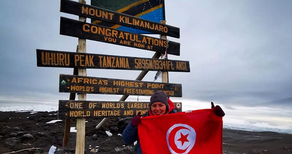 Arwa Mrad hisse le drapeau tunisien au sommet le plus haut d'Afrique