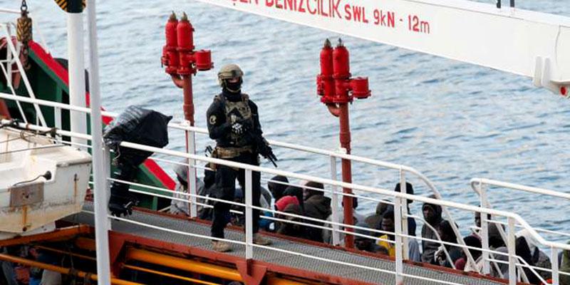 Sauvés de la noyade, des migrants détournent le pétrolier qui les a secourus en méditerranée