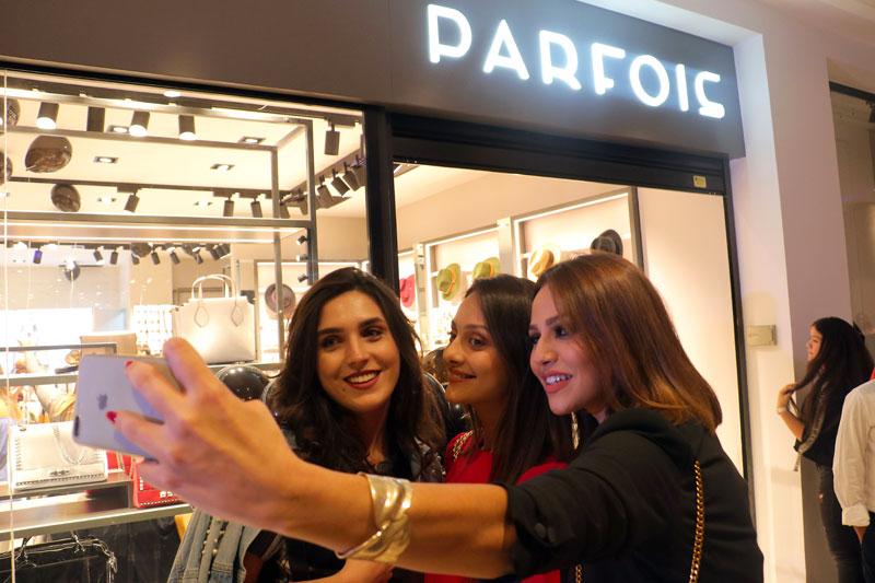 En vidéo : Les Fashionistas à l'ouverture de la boutique PARFOIS Manar City