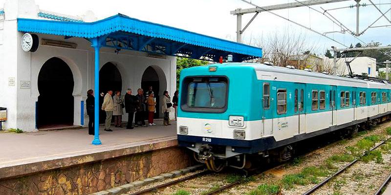 En photos : Un jour après qu'un enfant se soit électrocuté par le train,  des enfants remontent dessus