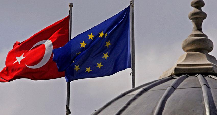 وزير ألماني يؤيد قطع مفاوضات انضمام تركيا للاتحاد<