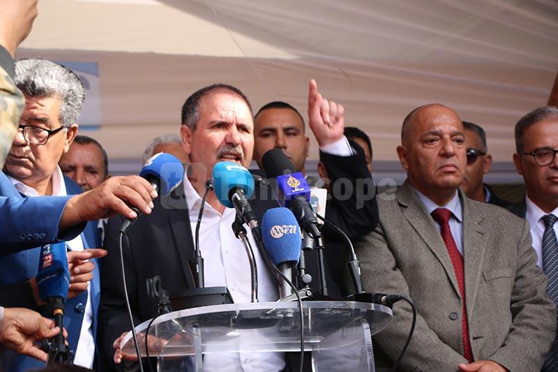 بالصور: تجمّع عمّالي بقيادة نور الدين الطبوبي في وزارة التجهيز