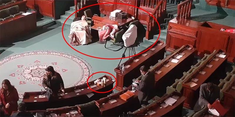 بالصورة: أغطية صوفية وفضلات طعام تحت قبّة البرلمان