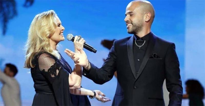 بالفيديو: ''أبو'' صاحب أغنية 3 دقات يحرج زوجته على السجاد الأحمر بسبب يسرا