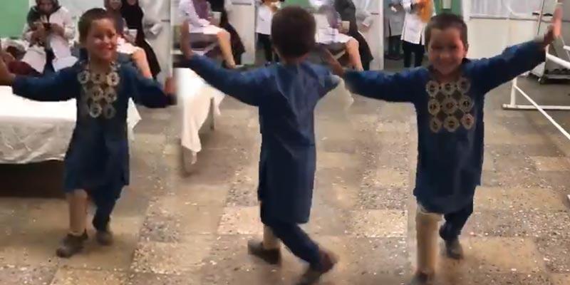 بالفيديو: قصة الطفل الأفغاني ''أحمد'' الذي اكتسحت رقصته الانترنت