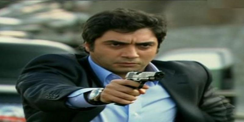 بالفيديو: بطل المسلسل التركي 'وادي الذئاب' على حدود سوريا
