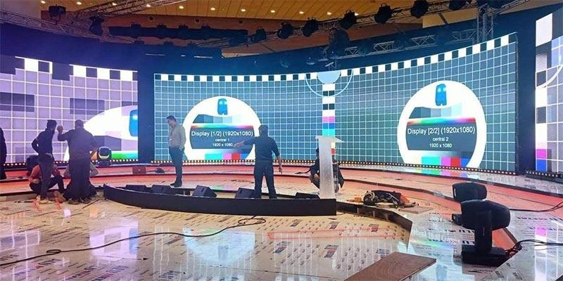 ''مناظرة تلفزيونية ''تجمع المتنافسين على الرئاسة الجزائرية