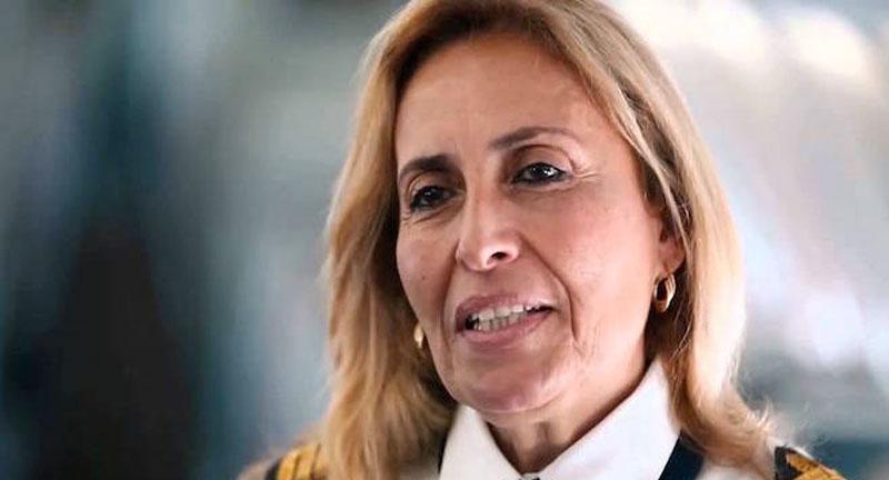 Photo du jour : L'émotion d'Alia Menchari après l'inauguration de la plaque de rue à son nom