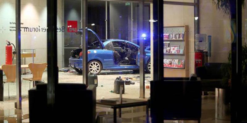Un homme précipite sa voiture contre le siège du SPD à Berlin