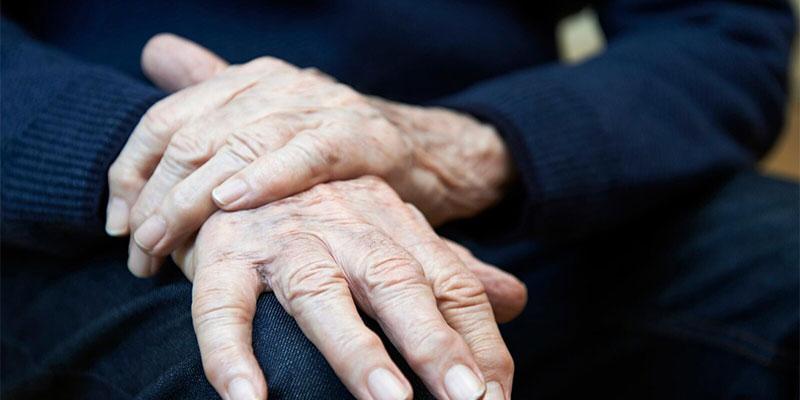 ما علاقة أمراض اللثة بألزهايمر؟