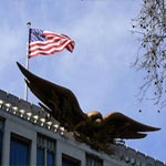 السفارة الأمريكية في بيروت تحذر رعاياها من السفر إلى لبنان
