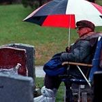 بريطاني يسكن بجوار قبر زوجته 20 عاما حتى دفن بجانبها