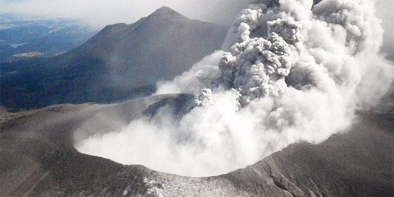 ثوران بركان جنوبي اليابان لأول مرة منذ 250 عاماً