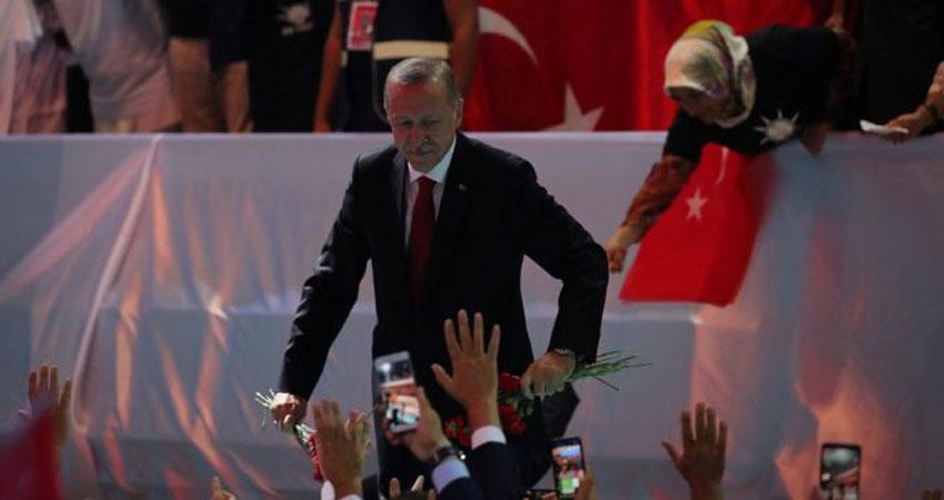 أردوغان يفوز برئاسة حزبه بنسبة 100%