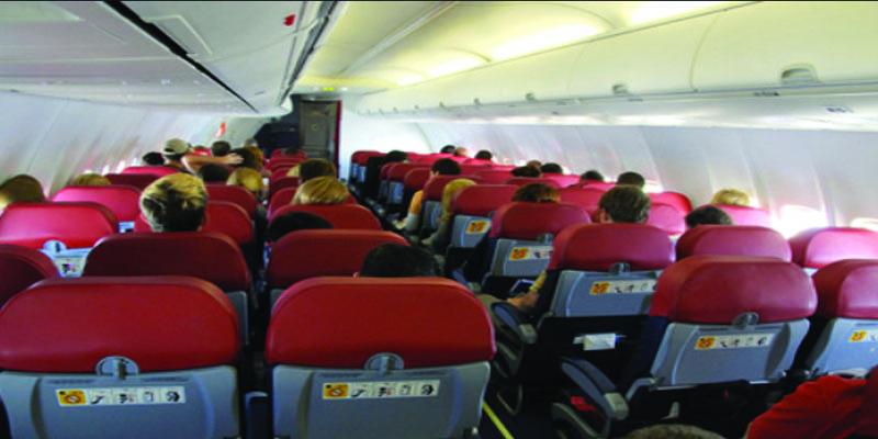 مشاجرة بين زوجة إعلامي شهير ومضيفة على متن طائرة