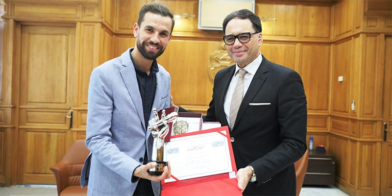 بالصور:  وزير الثقافة يكرّم مهدي العياشي