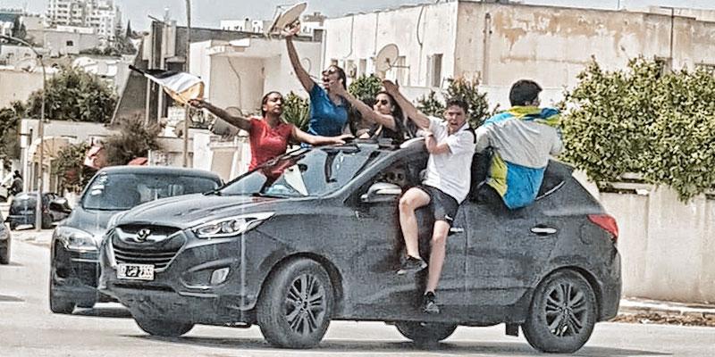 صورة اليوم، هكذا يحتفل التلاميذ بالباك سبور