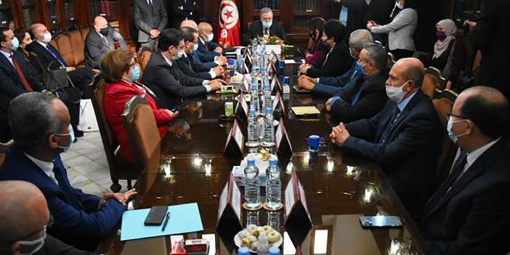 الدولة تجمع مبلغ جملي يعادل 465 مليون دولار من البنوك التونسية