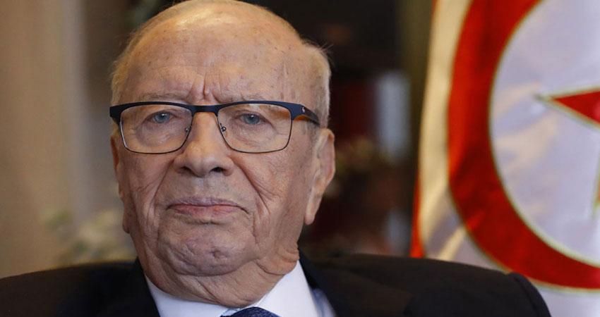 Béji Caid Essebsi s'entretient au téléphone avec le ministre de la Défense