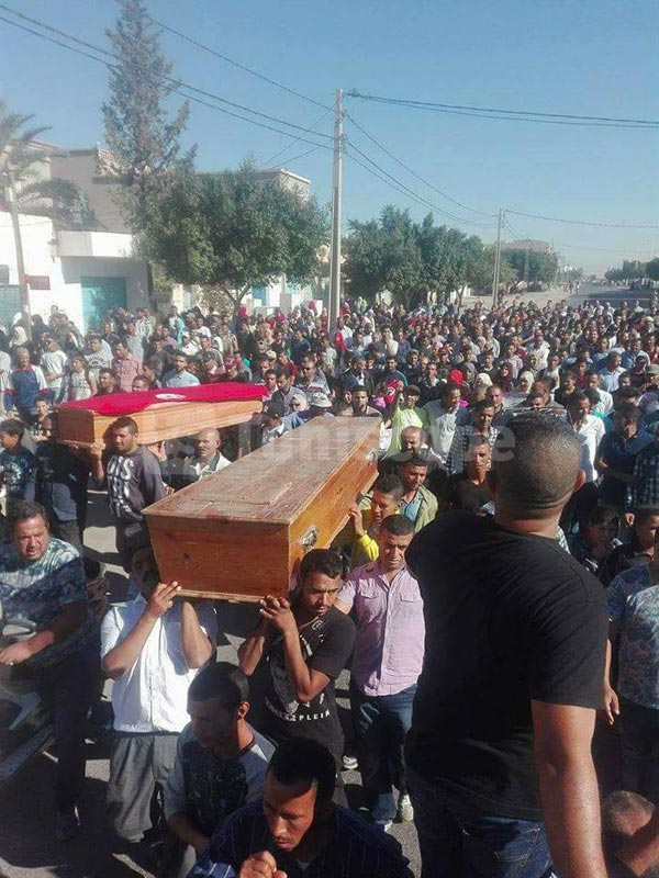بالصور: اضراب عام بسيدي بوزيد مطالبة بتعويض مادّي ومعنوي بعد غرق مركب هجرةٍ سريّةٍ
