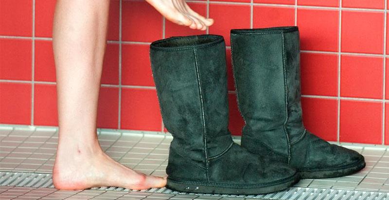 ما علاقة أحذية الفرو بآلام الظهر وتشوهات القدمين؟