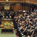 حزب بريطاني معارض يطرد عضوة لتصريحاتها العنصرية