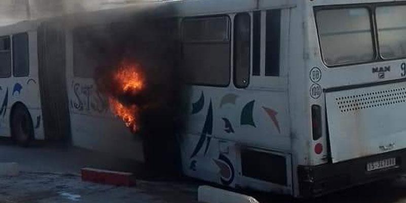 En photos : Un bus prend feu à Sousse
