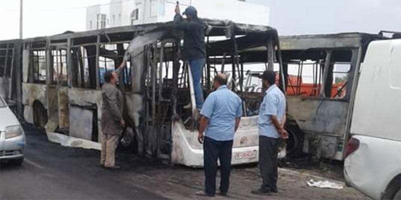 En photos : 2 autobus prennent feu à Djerba