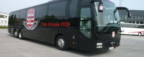عدد من مشجعي الإفريقي يرشقون حافلة الفريق بالحجارة وتهشيم زجاج النوافذ