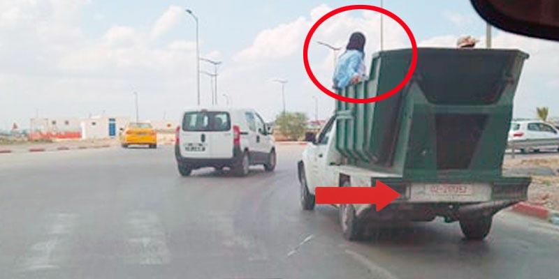 Photo du jour: Le transport humiliant des travailleuses, assuré par l'Etat