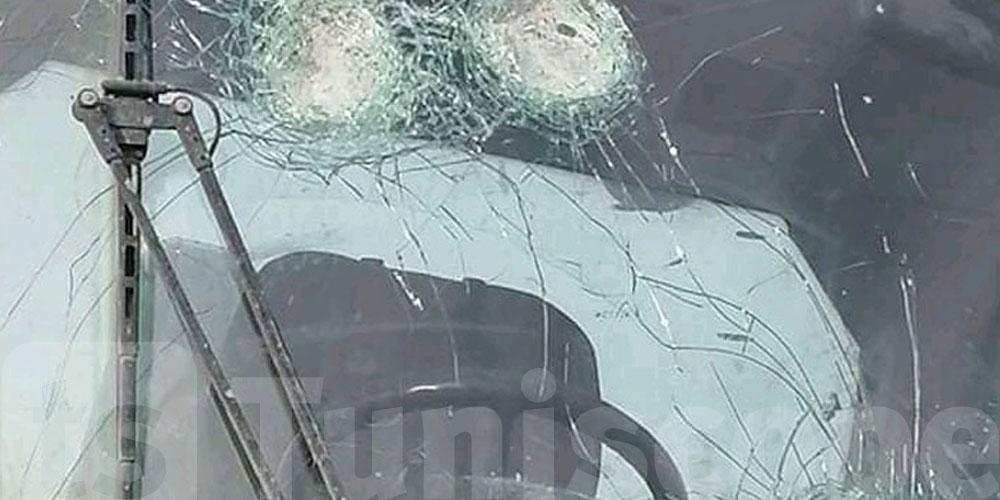 En photos: Un camion de phosphate attaqué