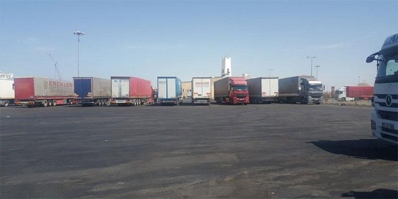 الشاحنات التركية تغادر ضباء السعودي بعد انتظار دام 12 يوما