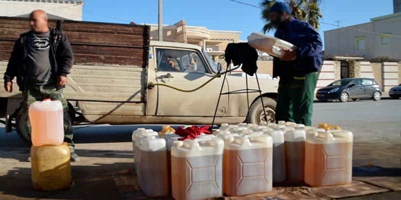 Zarzis : incendie dans un commerce de carburant de contrebande