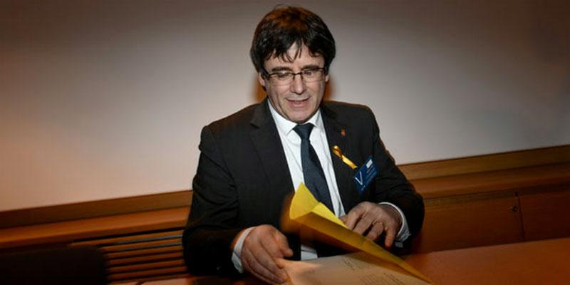 L'ex-président de Catalogne Carles Puigdemont devant un juge après son arrestation