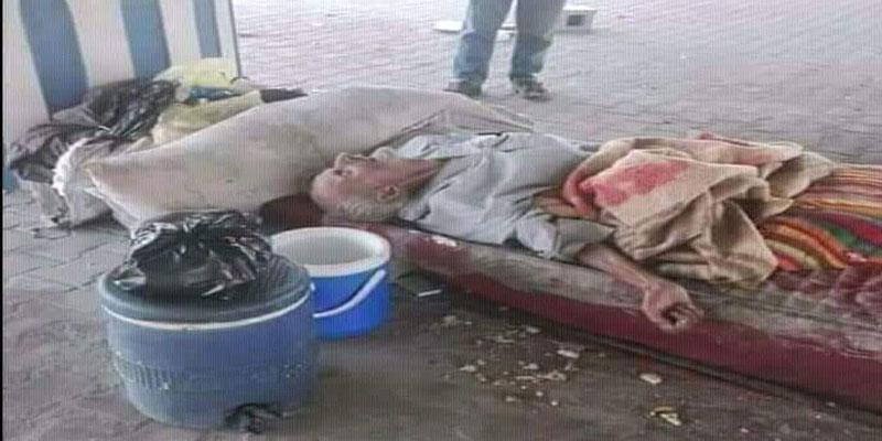 أثارت جدلا: صورة شيخ تونسيّ مشرّد فارق الحياة على قارعة الطريق