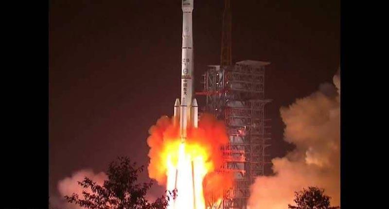 الصين تطلق أول قمر جزائري للاتصالات
