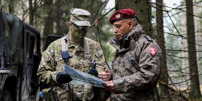 Coopération militaire au centre d'une réunion entre le ministre de la défense et l'ambassadeur américain