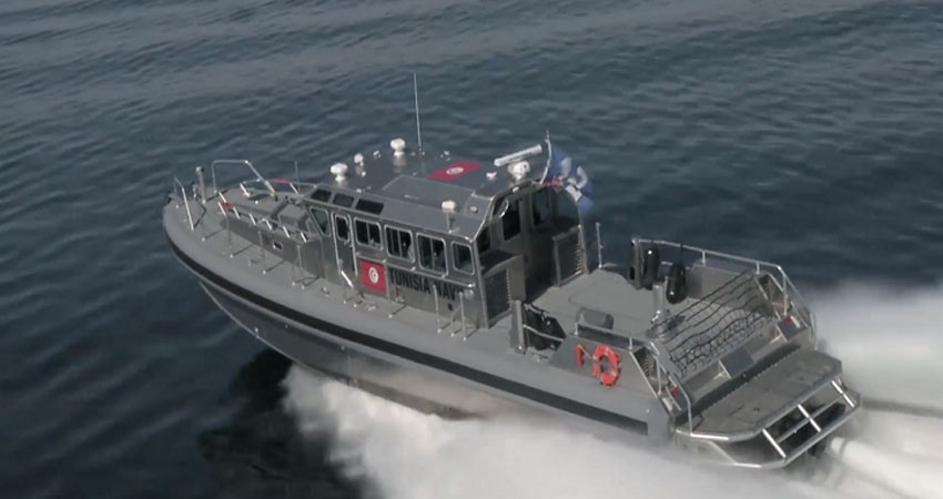 جيش البحر ينقذ 5 أشخاص بعد تعطب مركبهم قبالة سواحل زمبرة