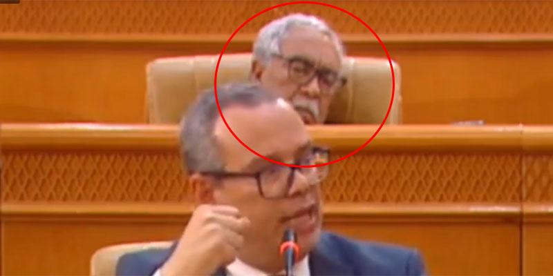 صورة اليوم، نائب يغط في نوم عميق  في رحاب مجلس النواب