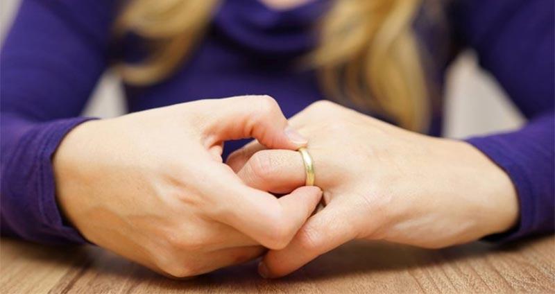 تأمين إجباري ضد الطلاق.. قانون جديد يثير الجدل في مصر