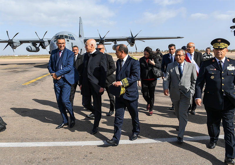 بالصور، قيس سعيد يحل بمطار جربة جرجيس الدولي للإشراف على افتتاح المعرض الدولي للطيران والدفاع