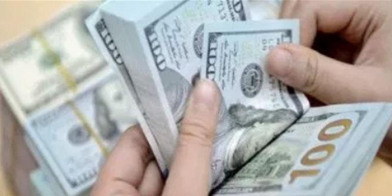 فنزويلا تتخلى رسميا عن استعمال الدولار الأمريكي