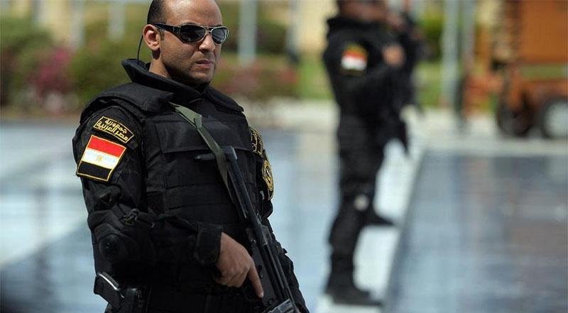 مصر: السجن المؤبد لمستشار مرسي و13 آخرين