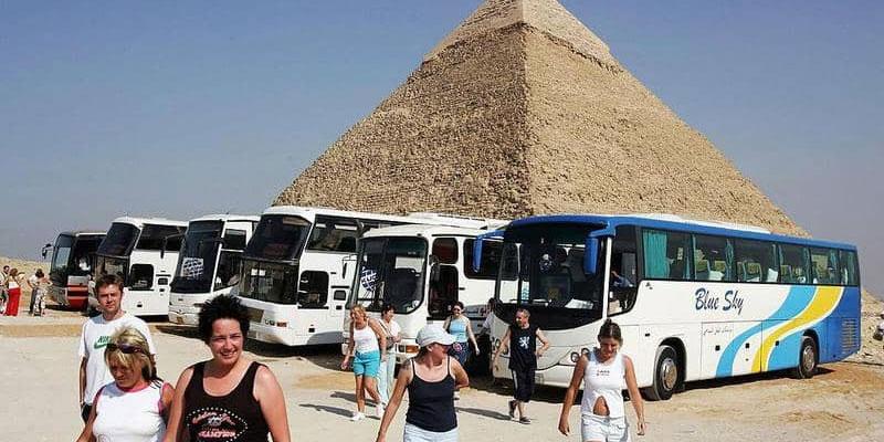 مصرع سياح بحادث سير مروّع في مصر