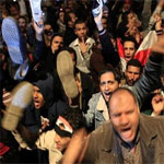 Hosni Moubarak défie la rue qui passe de l'espoir à la colère ...
