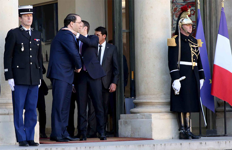بالصور، ماكرون يستقبل الشاهد بقصر الايليزي بباريس